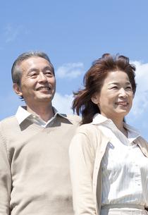 笑顔のシニア夫婦の写真素材 [FYI04778263]