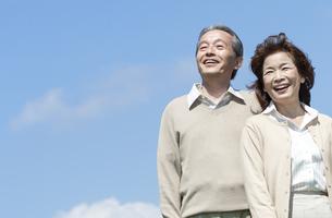 笑顔のシニア夫婦の写真素材 [FYI04778267]