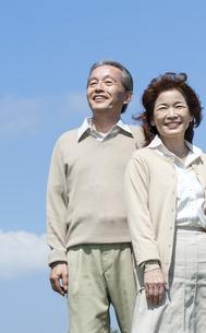 笑顔のシニア夫婦の写真素材 [FYI04778269]