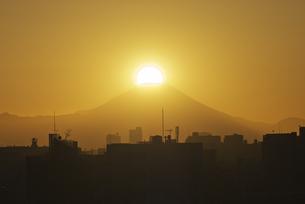 東京からのダイヤモンド富士の写真素材 [FYI04778421]