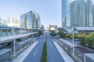 東京ビル群と青空の写真素材 [FYI04778456]