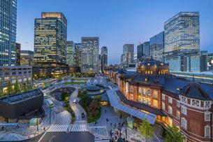 東京駅夜景の写真素材 [FYI04778470]