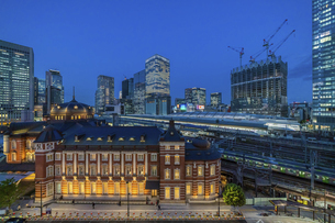 東京駅夜景の写真素材 [FYI04778480]