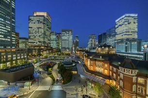 東京駅夜景の写真素材 [FYI04778498]