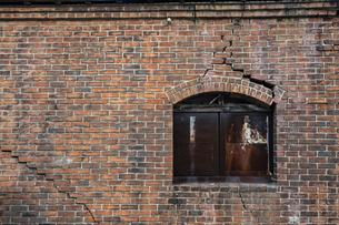 古びた煉瓦の壁の写真素材 [FYI04778674]