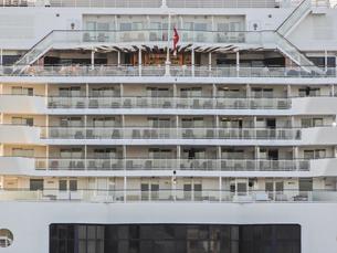 大きな客船の写真素材 [FYI04778678]