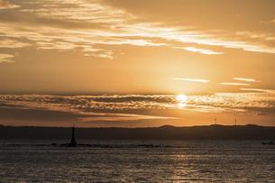 糸島の海の夕景の写真素材 [FYI04778686]