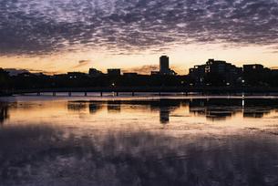 大濠公園 雲のある夕景の写真素材 [FYI04778689]