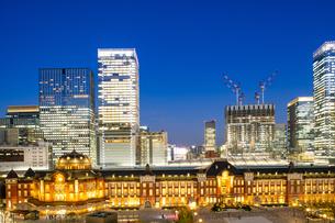 東京駅丸の内駅舎の夜景の写真素材 [FYI04778892]