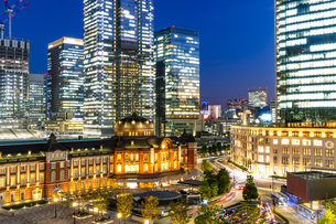 東京駅丸の内駅舎の夜景の写真素材 [FYI04778894]