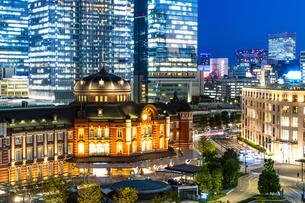 東京駅丸の内駅舎の夜景の写真素材 [FYI04778895]