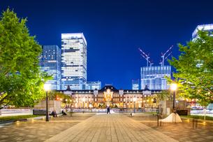 東京駅丸の内駅舎の夜景の写真素材 [FYI04778900]