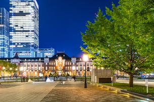 東京駅丸の内駅舎の夜景の写真素材 [FYI04778906]