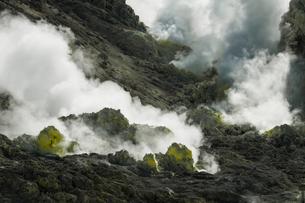 北海道阿寒摩周国立公園の観光地、硫黄山の風景の写真素材 [FYI04778920]