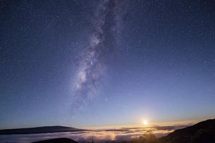 マウナケア天の川2の写真素材 [FYI04778943]