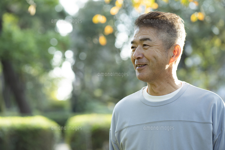 笑顔の日本人シニア男性の写真素材 [FYI04779371]