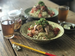 トマトとキムチとツナの冷たい麺の写真素材 [FYI04779414]