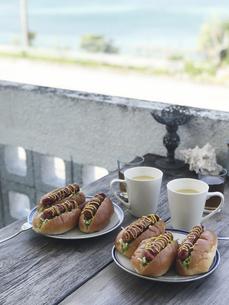 ホットドッグとコーンスープの写真素材 [FYI04779422]