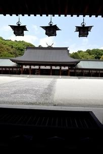橿原神宮,境内の外拝殿から内拝殿の写真素材 [FYI04779594]