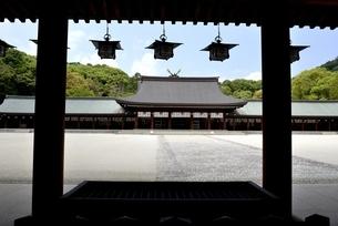 橿原神宮,境内の外拝殿から内拝殿の写真素材 [FYI04779596]