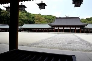 橿原神宮,境内の外拝殿から内拝殿の写真素材 [FYI04779601]