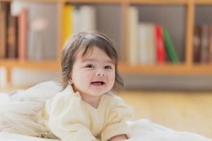 笑顔の赤ちゃんの写真素材 [FYI04779695]