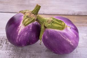 イタリア茄子(ロッサビアンコ)の写真素材 [FYI04779712]