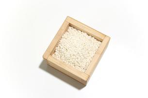 升にいれたもち米の写真素材 [FYI04779848]