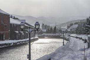 小樽運河・冬の朝の写真素材 [FYI04779854]