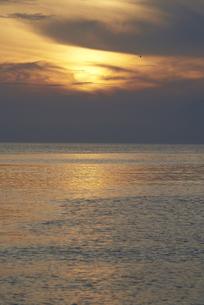 館山湾の夕暮れの写真素材 [FYI04779937]