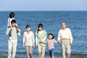 笑顔の三世代家族の写真素材 [FYI04780258]