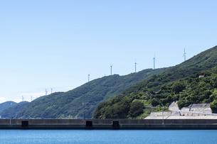 佐田岬半島の風力発電所の写真素材 [FYI04780459]