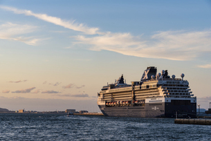 : 博多港のクルーズ船の写真素材 [FYI04780607]