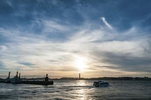 門司港海の夕景の写真素材 [FYI04780624]