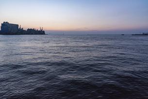 博多湾夕景の写真素材 [FYI04780626]