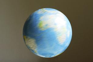 回転する地球の写真素材 [FYI04780736]