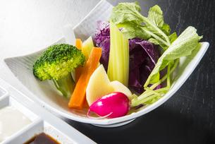 バーニャカウダの生野菜の写真素材 [FYI04780826]