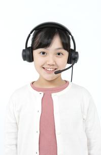 インカムをつけた女の子の写真素材 [FYI04780849]
