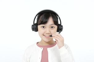 インカムをつけた女の子の写真素材 [FYI04780850]