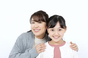 笑顔の母娘の写真素材 [FYI04780874]