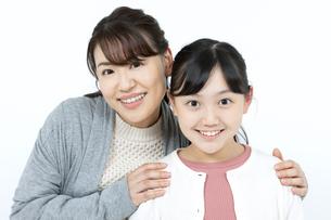 笑顔の母娘の写真素材 [FYI04780875]