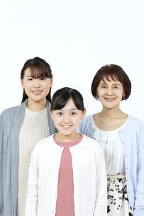 笑顔の3世代家族の写真素材 [FYI04780883]