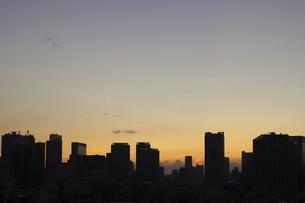 麻布十番から見える汐留方面の高層ビル群の写真素材 [FYI04781074]