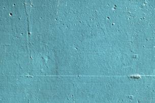 青緑色のペンキが塗られた古いコンクリートの壁の写真素材 [FYI04781091]