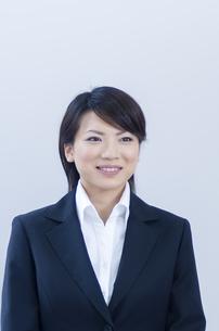 笑顔のビジネスウーマンの写真素材 [FYI04781219]