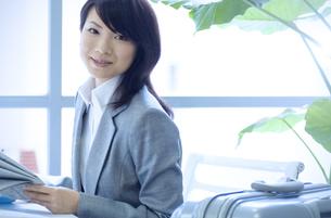 笑顔のビジネスウーマンの写真素材 [FYI04781262]