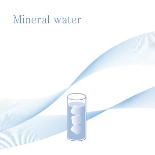 水と氷が入ったグラス ミネラルウォーター イラストのイラスト素材 [FYI04781284]