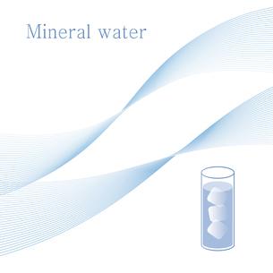 水と氷が入ったグラス ミネラルウォーター イラストのイラスト素材 [FYI04781285]