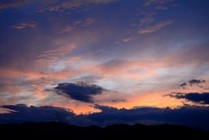 夏の夕焼け雲の写真素材 [FYI04781506]