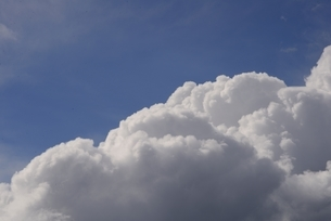 夏の入道雲の写真素材 [FYI04781507]